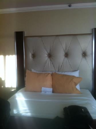 โรงแรมเดอะนิวยอร์คเกอร์: our bed
