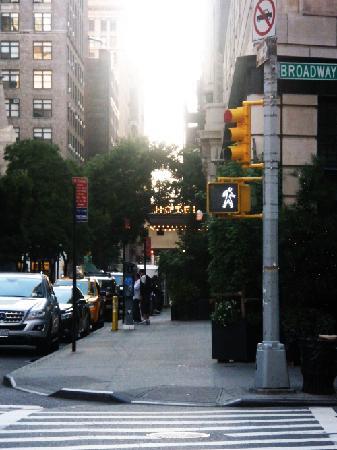 Ace Hotel New York: Entrada desde la calle