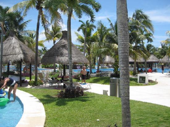 The Grand Mayan at Vidanta Riviera Maya: walkway
