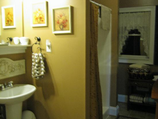 Piney Hill Bed & Breakfast: The bathroom