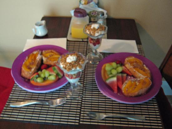 Piney Hill Bed & Breakfast: The first morning's breakfast