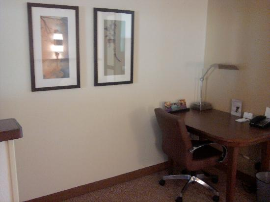 Hyatt Place Charlotte Airport/Tyvola Road: Desk area