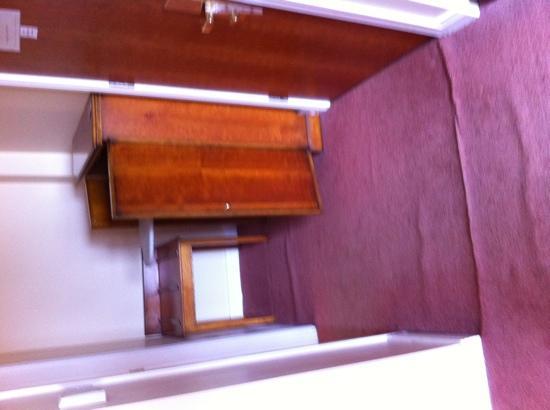 Ashbourne Court Hotel: bedroom