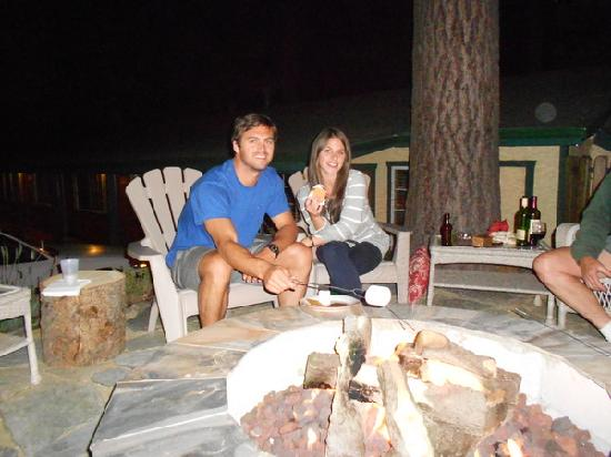 Heavenly Valley Lodge Bed & Breakfast: the Firepit and s'mores