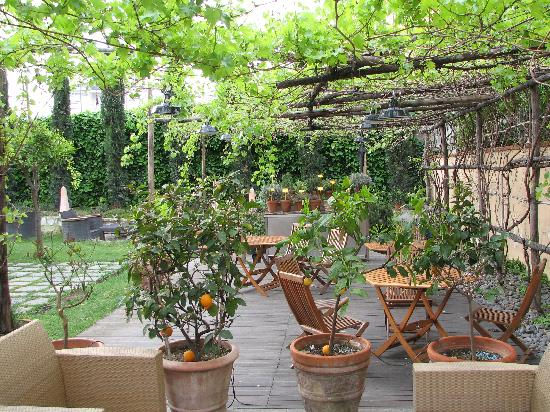 Hotel Forum Pompei: Hotel Courtyard