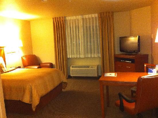 Candlewood Suites Lakewood: Room