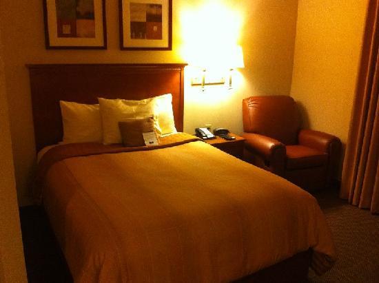 Candlewood Suites Lakewood: Bed