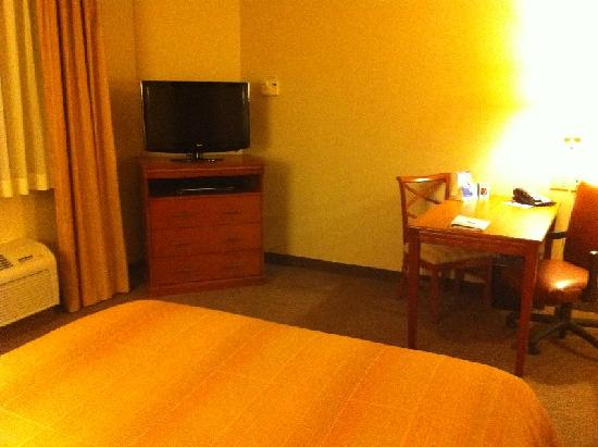 Candlewood Suites Lakewood: View from bed