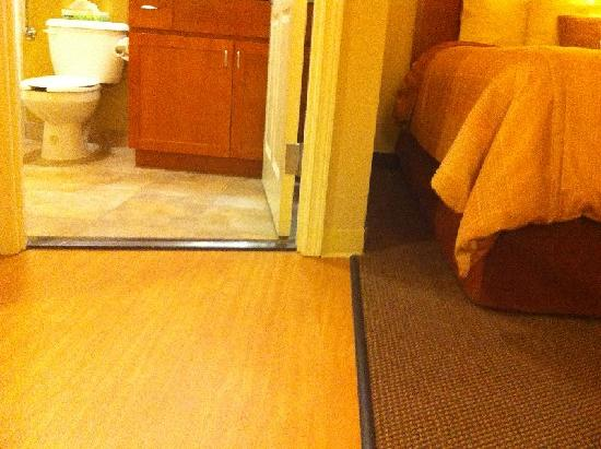 Candlewood Suites Lakewood: Flooring