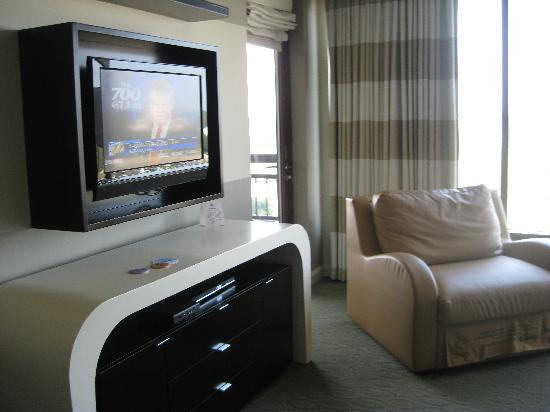 Bay Lake Tower at Disney's Contemporary Resort: TV!