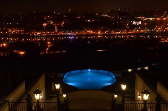 The Yeatman: piscina exterior e Porto à noite visto do hotel Yeatman