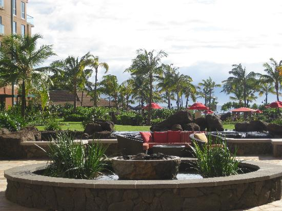 Honua Kai Resort & Spa: View from central reception area to ocean