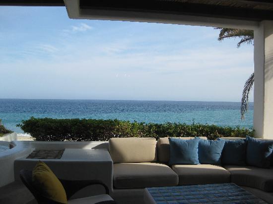 ลาสเวนทานาส อัลปาเรโซ อะโรสวู้ดรีสอร์ท: patio and view from room 208
