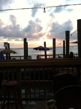 Palm Street Pier Restaurant and Bar: great sunset