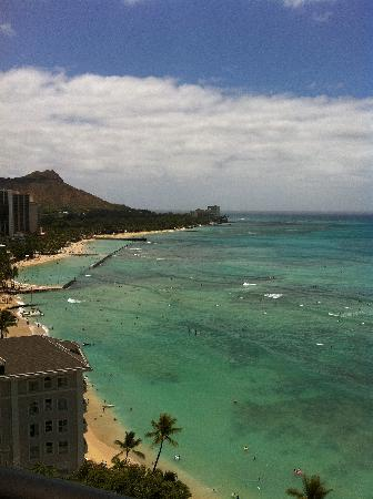 Moana Surfrider, A Westin Resort & Spa: What a view from our room!!!