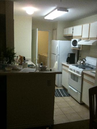 Holiday Inn Club Vacations Las Vegas - Desert Club Resort: Kitchen in rental unit.
