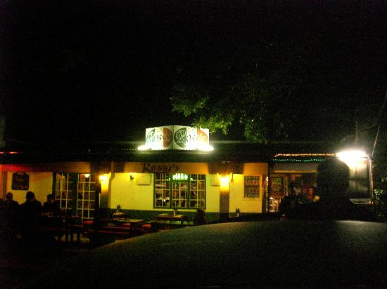 Rossi's Italian Restaurant: Outside at night