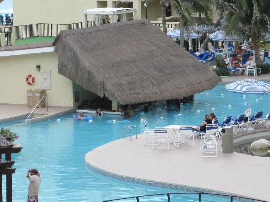 The Royal Caribbean: Swim up pool bar