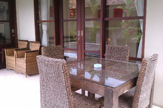 Kesari Rooms: Sitting area outside largest room