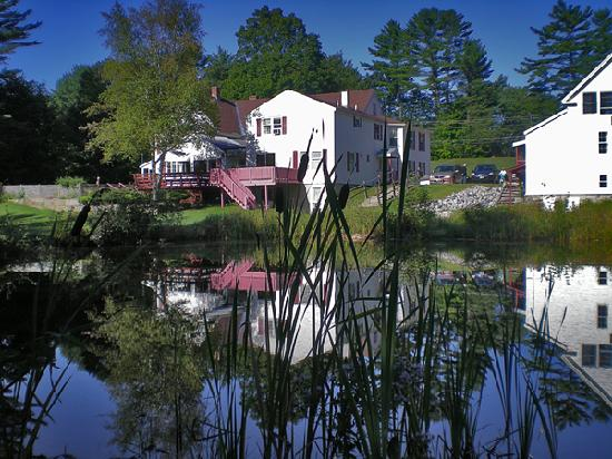 Cranmore Mountain Lodge Bed and Breakfast: View from across the pond