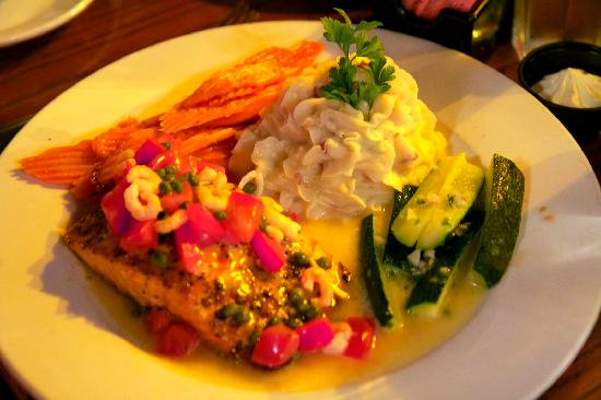Slocums Grill & Bar: Atlantic Salmon