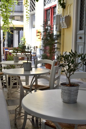 Hermoupolis, Grécia: Outdoor tables