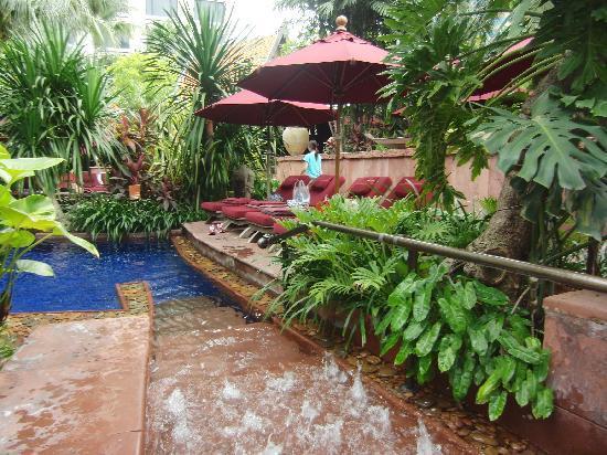 โรงแรมเชอราตัน แกรนด์ สุขุมวิท: アジアンテイストたっぷりのプール!