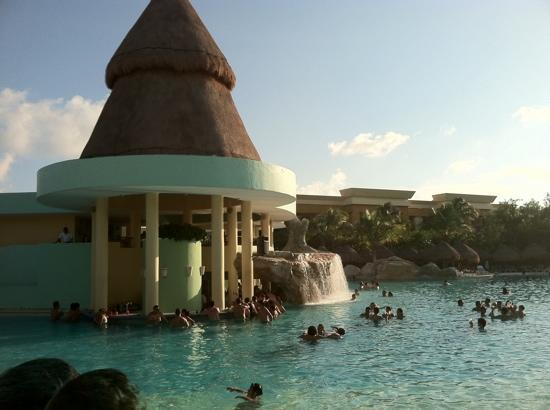 Iberostar Paraiso Maya : one of the many pools!