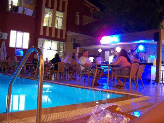Vela Hotel Icmeler: Вечер в отеле