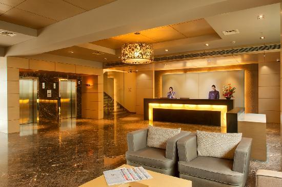Royal Orchid Central, Vadodara: Lobby