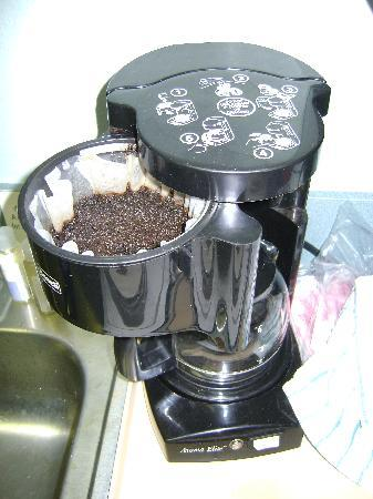 Coffe maker with previous guest filter & grounds