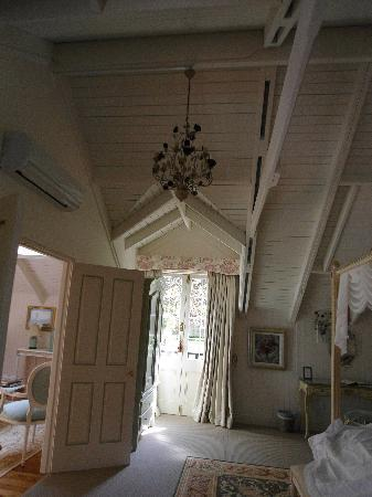 Villa Athena Wentworth Falls: Wonderful ceilings in bedroom