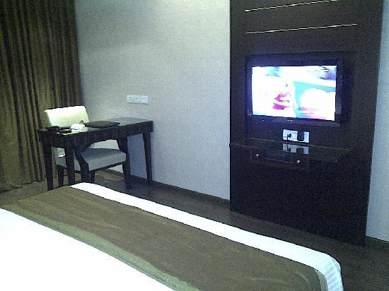 Parkland Grand: Work desk and Plasma TV