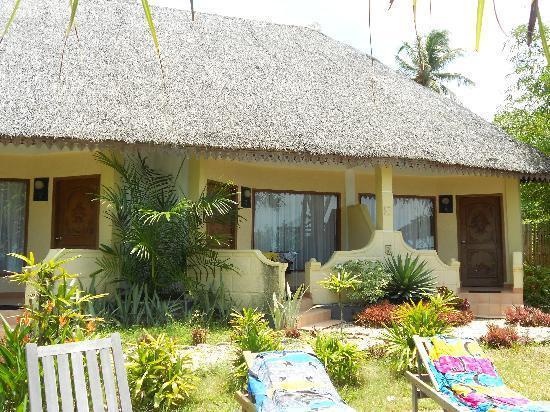 Rasa Seni Hotel Resort : Sicht auf die Zimmer mit Meerblick