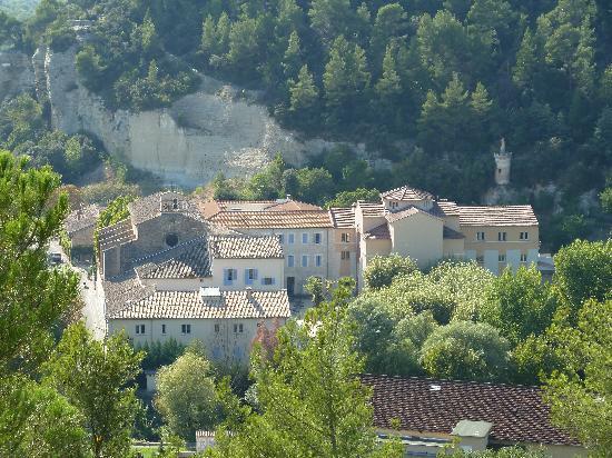 Hotellerie Notre Dame de Lumieres: Vue des hauteurs de Goult