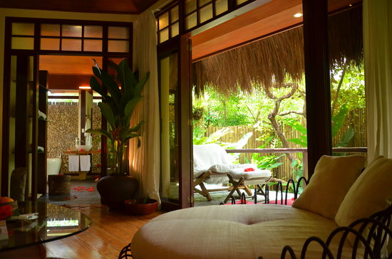 Mandala Spa & Resort Villas: Living room to garden view