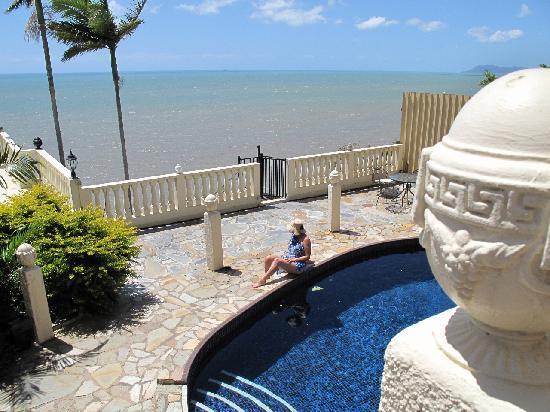 A Villa Gail: Mediterranean style pool area