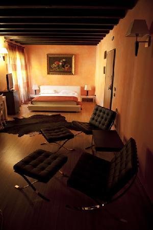 Una delle sei suite dell'hotel Dimora Antica di Sarzana