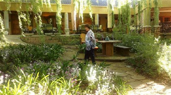 Hands On Retreat Craighall: Gardens