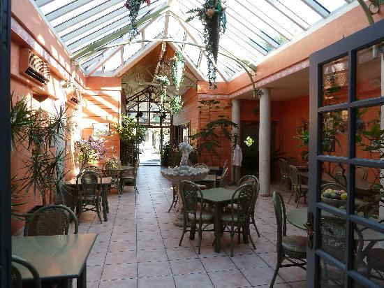 Hotel Restaurant Les Cimes : Salle petits déj