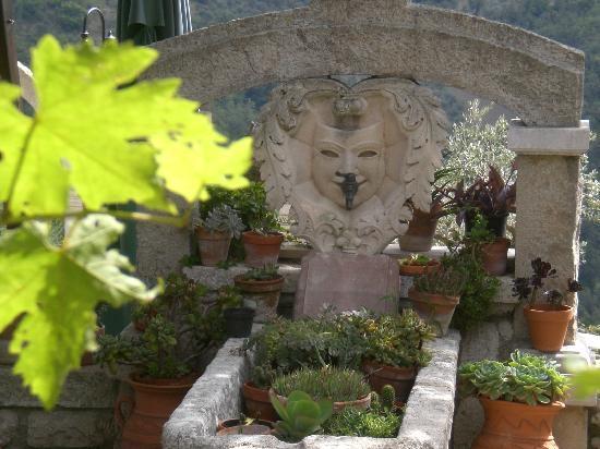 Molinara, Italy: la fontana nel giardino