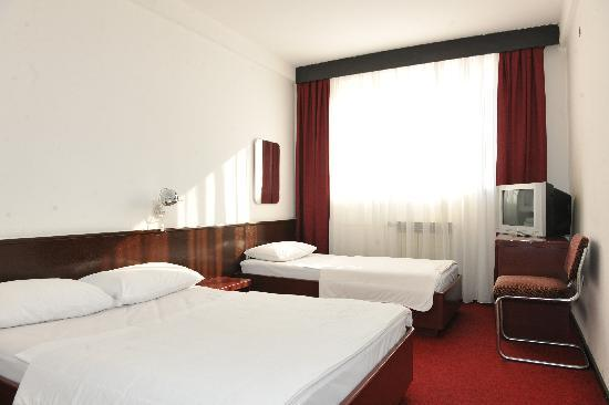 Hotel Pozega: Room on the second floor