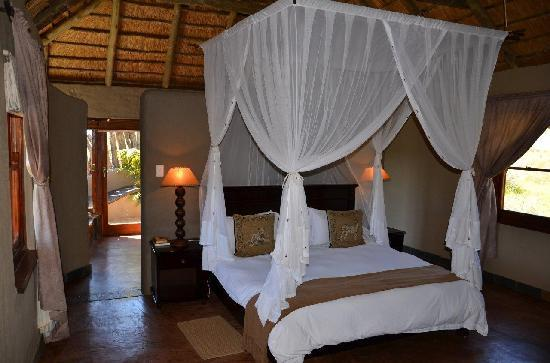 Hlosi Game Lodge: Suite