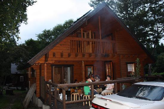 Log Pension Mori No Sanpo: ログハウスに泊まりましたが、バーベキューをしても、回りに迷惑を掛けることはありません。