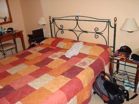 Hôtel de la Darse : Our bed