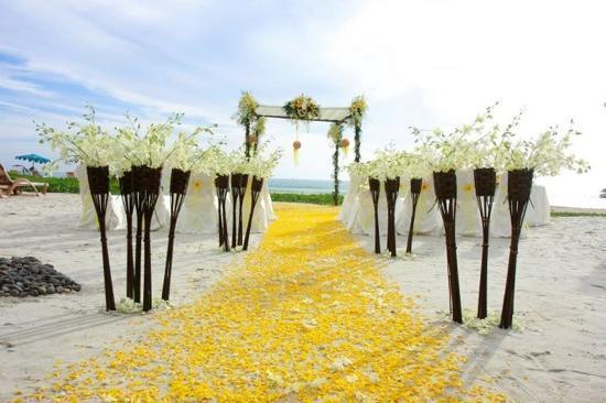 Centara Grand Beach Resort Phuket: another pro pic of the ceremony site
