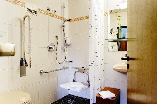 neue Bäder auch Behinderten gerecht - Bild von Ringhotel ...