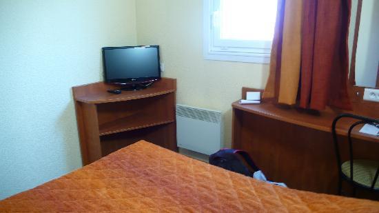 Adam's Hotel : Small TV