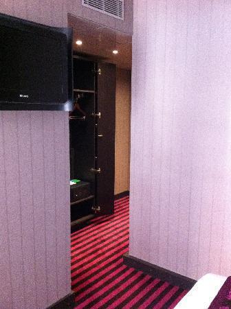 ฮอลิเดย์อินน์ปารีส นอเทรอดาม: the room...
