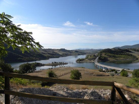Cingoli, Italie : Candair in azione sul lago